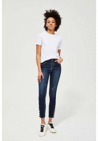 MOODO - Jeansy push up z ozdobnymi guzikami. Długość: długie. Wzór: gładki