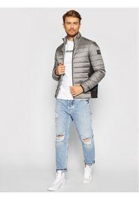 Calvin Klein Kurtka puchowa Essential Side K10K107335 Szary Regular Fit. Kolor: szary. Materiał: puch