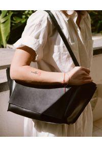 BALAGAN - Czarna torebka ISHA. Kolor: czarny