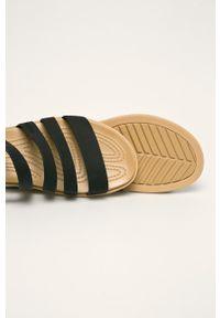 Czarne sandały Crocs na klamry, bez obcasa
