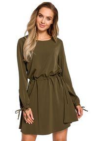 MOE - Rozkloszowana lekko połyskująca sukienka z regulowaną talią. Materiał: tkanina, materiał, elastan. Typ sukienki: rozkloszowane. Styl: boho