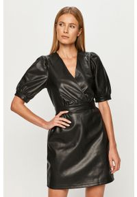 Czarna sukienka Vero Moda mini, prosta