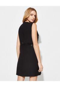 Czarna sukienka mini VALENTINO biznesowa, dopasowana, na spotkanie biznesowe, z aplikacjami