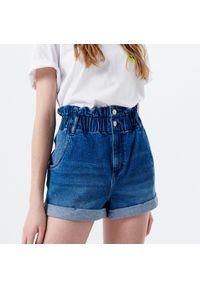 Cropp - Jeansowe szorty HIGH WAIST - Niebieski. Stan: podwyższony. Kolor: niebieski. Materiał: jeans