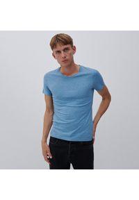 Reserved - T-shirt z dekoltem w serek - Niebieski. Typ kołnierza: dekolt w serek. Kolor: niebieski