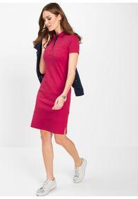 Sukienka shirtowa polo bonprix czerwono-ciemnoniebieski. Typ kołnierza: polo. Kolor: różowy. Styl: elegancki