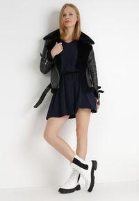 Born2be - Granatowa Sukienka Voliphis. Typ kołnierza: dekolt w serek. Kolor: niebieski. Materiał: bawełna. Długość rękawa: krótki rękaw. Typ sukienki: sportowe. Styl: sportowy. Długość: mini