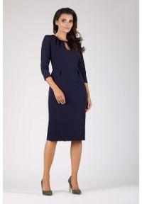 Nommo - Granatowa Wizytowa Dopasowana Sukienka z Dekoracyjnym Dekoltem. Kolor: niebieski. Materiał: wiskoza, poliester. Styl: wizytowy