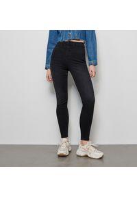 Czarne jeansy Reserved z podwyższonym stanem