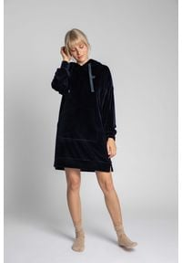 MOE - Welurowa Sukienka w Sportowym Wydaniu - Granatowa. Kolor: niebieski. Materiał: welur