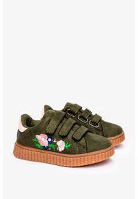 Casu - Zielone buty sportowe na rzepy z haftowanym kwiatkiem casu 666-27. Zapięcie: rzepy. Kolor: zielony. Wzór: haft, kwiaty