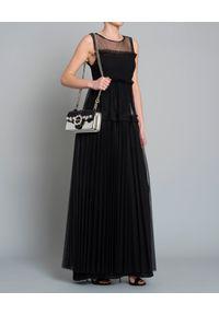 Pinko - PINKO - Sukienka tiulowa. Typ kołnierza: kołnierz z falbankami. Kolor: czarny. Materiał: tiul. Długość rękawa: na ramiączkach. Typ sukienki: plisowane, rozkloszowane. Styl: elegancki. Długość: maxi