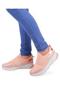 Różowe buty sportowe Ideal Shoes bez zapięcia, w kolorowe wzory, trekkingowe