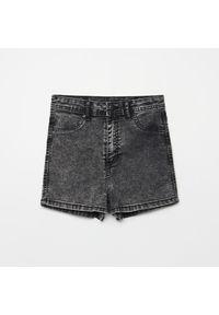 Cropp - Jeansowe szorty high waist - Szary. Stan: podwyższony. Kolor: szary. Materiał: jeans