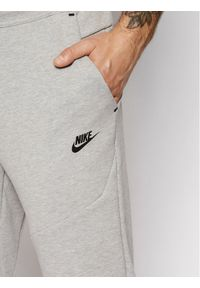 Nike Spodnie dresowe Nsw Tech Fleece CU4495 Szary Slim Fit. Kolor: szary. Materiał: dresówka