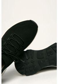 Czarne sneakersy vagabond na sznurówki, z cholewką