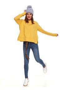 TOP SECRET - Nierozpinana bluza z błyszczącym napisem. Okazja: do pracy, na co dzień. Kolor: żółty. Długość rękawa: długi rękaw. Długość: długie. Wzór: napisy. Sezon: jesień. Styl: casual