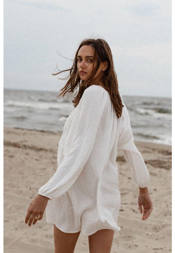 Marsala - Sukienka/tunika oversize z muślinu bawełnianego w kolorze ecru - BALM BY MARSALA. Okazja: na co dzień, na plażę. Materiał: bawełna. Sezon: lato. Typ sukienki: oversize. Styl: casual