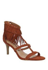 Brązowe sandały Tamaris w kolorowe wzory, casualowe, na lato, na co dzień