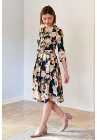 Marie Zélie - Sukienka Alodia Aurora butelkowa zieleń. Okazja: na co dzień. Materiał: bawełna, materiał, elastan, tkanina, skóra. Wzór: kwiaty. Sezon: wiosna. Typ sukienki: proste. Styl: casual