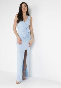 Born2be - Jasnoniebieska Sukienka Parthastos. Kolor: niebieski. Materiał: dzianina, materiał. Długość rękawa: na ramiączkach. Wzór: gładki, aplikacja. Typ sukienki: kopertowe. Długość: maxi