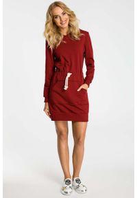 MOE - Bordowa Sukienka Sportowa Mini z Kapturem. Typ kołnierza: kaptur. Kolor: czerwony. Materiał: bawełna, elastan. Typ sukienki: sportowe. Styl: sportowy. Długość: mini