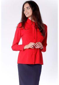 Nommo - Elegancka Czerwona Koszulowa Bluzka z Wiązaniem przy Kołnierzyku. Kolor: czerwony. Materiał: wiskoza, poliester. Styl: elegancki