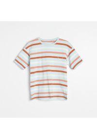 Reserved - Bawełniany t-shirt w paski - Niebieski. Kolor: niebieski. Materiał: bawełna. Wzór: paski