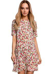 MOE - Przewiewna trapezowa sukienka w kwiaty z falbaną. Materiał: tkanina. Wzór: kwiaty. Typ sukienki: trapezowe. Długość: mini