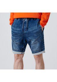 Cropp - Jeansowe szorty z przeszyciami - Granatowy. Kolor: niebieski. Materiał: jeans