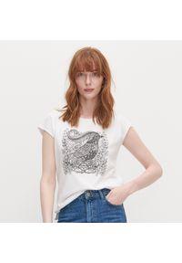 Biały t-shirt Reserved z nadrukiem