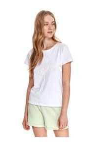 TOP SECRET - Dopasowany t-shirt z nadrukiem. Kolor: biały. Materiał: tkanina, bawełna. Długość rękawa: krótki rękaw. Długość: krótkie. Wzór: nadruk. Sezon: wiosna. Styl: wakacyjny, klasyczny