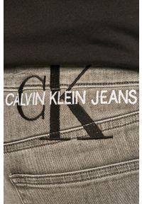 Calvin Klein Jeans - Szorty jeansowe. Kolor: szary