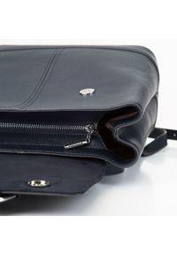 Wittchen - Damski skórzany plecak z metalowym kółkiem. Kolor: niebieski. Materiał: skóra. Wzór: haft, paski. Styl: klasyczny, elegancki #6