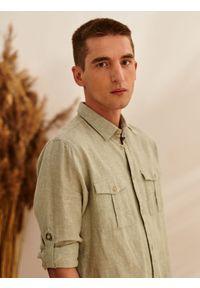 TOP SECRET - Koszula z lnem o dopasowanym kroju. Kolor: zielony. Materiał: len. Długość rękawa: długi rękaw. Długość: długie. Sezon: lato, wiosna
