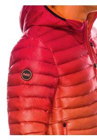 Czerwona kurtka Ombre Clothing na wiosnę
