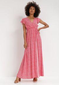 Born2be - Czerwona Sukienka Jophiel. Kolor: czerwony. Materiał: materiał. Wzór: kwiaty, nadruk. Typ sukienki: kopertowe. Długość: maxi