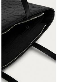 Armani Exchange - Torebka. Kolor: czarny. Rodzaj torebki: na ramię