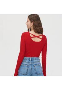 Czerwony sweter Cropp z dekoltem na plecach