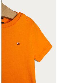 Pomarańczowy t-shirt TOMMY HILFIGER z aplikacjami, casualowy, na co dzień