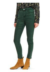 Zielone spodnie TOP SECRET na lato, z aplikacjami