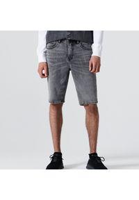 Cropp - Jeansowe szorty - Jasny szary. Kolor: szary. Materiał: jeans