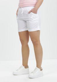 Białe szorty Born2be