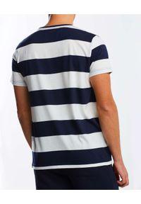 GANT - Granatowo-biały t-shirt w paski. Okazja: na co dzień. Kolor: biały. Materiał: bawełna. Wzór: paski. Styl: klasyczny, casual