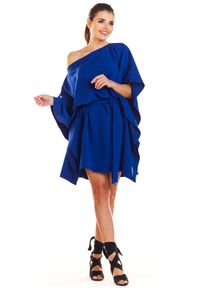 e-margeritka - Sukienka kimonowa z paskiem niebieska - uni. Okazja: na imprezę. Kolor: niebieski. Materiał: poliester, materiał, elastan. Typ sukienki: oversize. Styl: elegancki