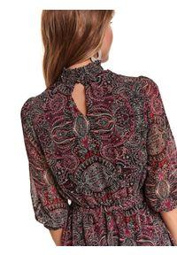 Czerwona sukienka TOP SECRET ze stójką, koszulowa