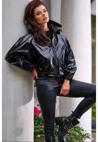 Czarna kurtka Awama krótka, z kapturem