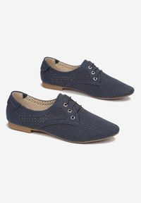 Born2be - Granatowe Półbuty Evimisia. Nosek buta: okrągły. Kolor: niebieski. Materiał: nubuk, skóra ekologiczna, syntetyk. Szerokość cholewki: normalna. Wzór: ażurowy, aplikacja. Obcas: na obcasie