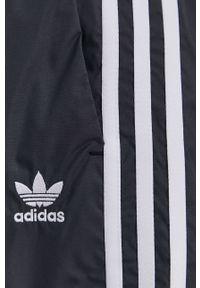 adidas Originals - Szorty. Kolor: czarny. Materiał: tkanina, materiał