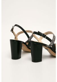 Czarne sandały Caprice na klamry